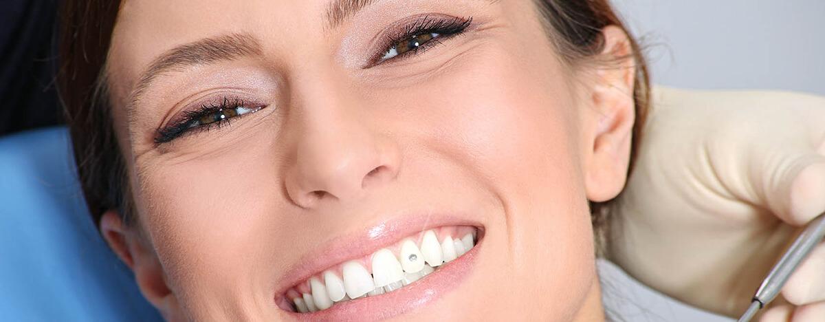 Zahnschmuck beim Zahnarzt in Ungarn
